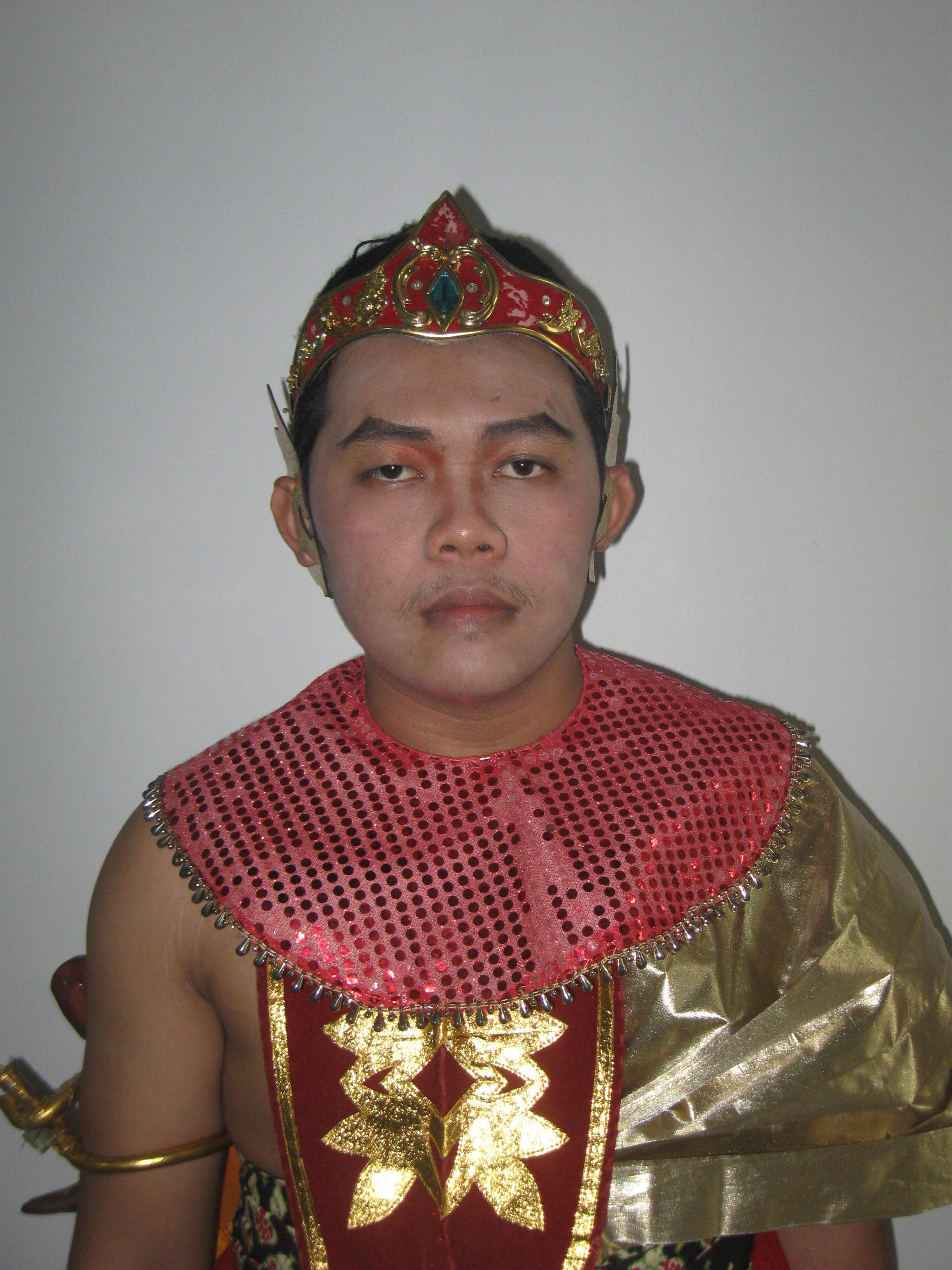Amron Kusuma, Patih.