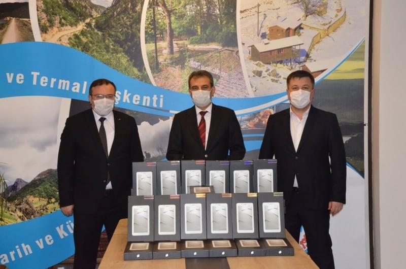 Emet Belediyesi'nden uzaktan eğitime destek için 100 tablet