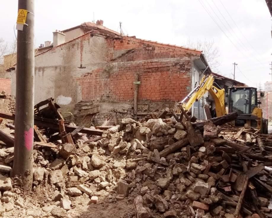 Kütahya'da 102 metruk binanın yıkımı tamamlandı