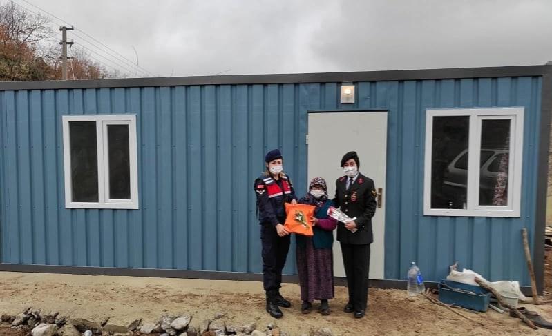 Jandarma sayesinde 55 yıl sonra prefabrik evi oldu