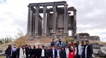 43 Ülkeden 43 öğrenci Kütahya'yı geziyor