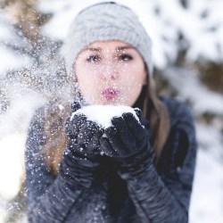 Idą mrozy. Jak pomóc skórze przetrwać zimno?