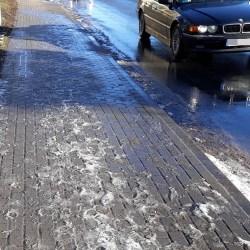 IMGW przestrzega:na drogach i chodnikach będzie ślisko
