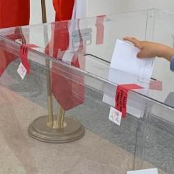 Sondażowe wyniki wyborów: wysoka frekwencja i II tura