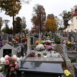 Morawiecki: cmentarze zamknięte do poniedziałku