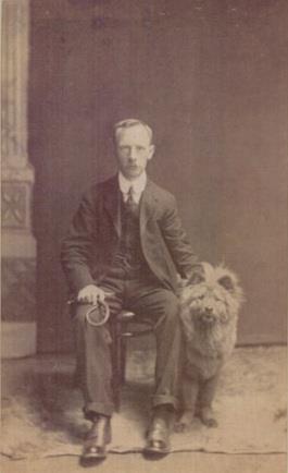 1890 Chow a gazdájával