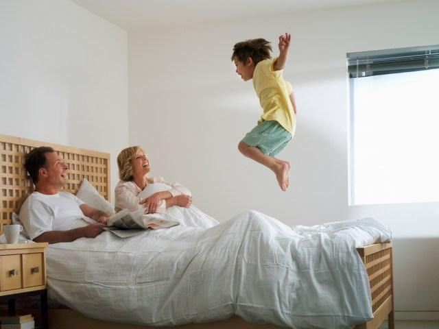 Prečo sa rozhodnúť pre drahší masívny rošt do postele?