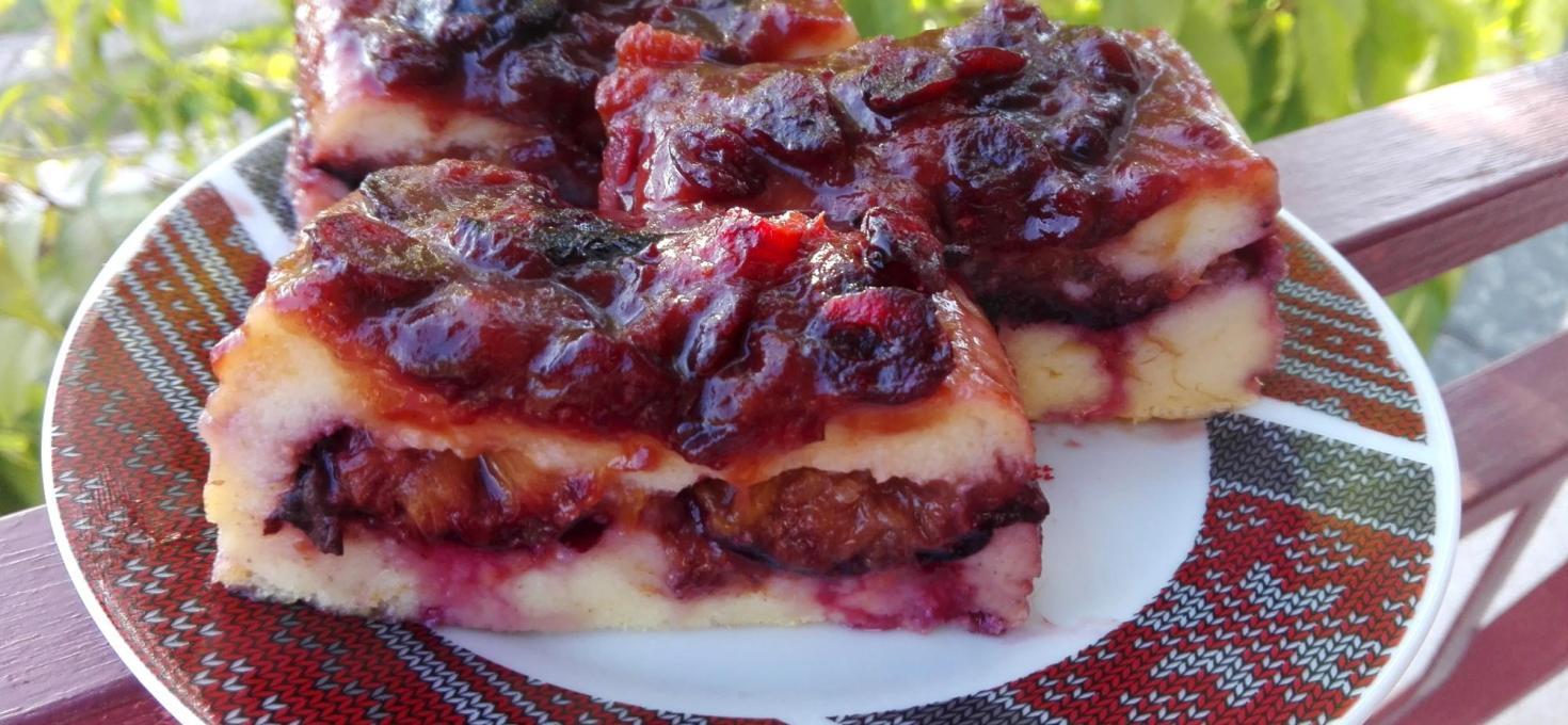 Prevrnuti griz kolač sa šljivama
