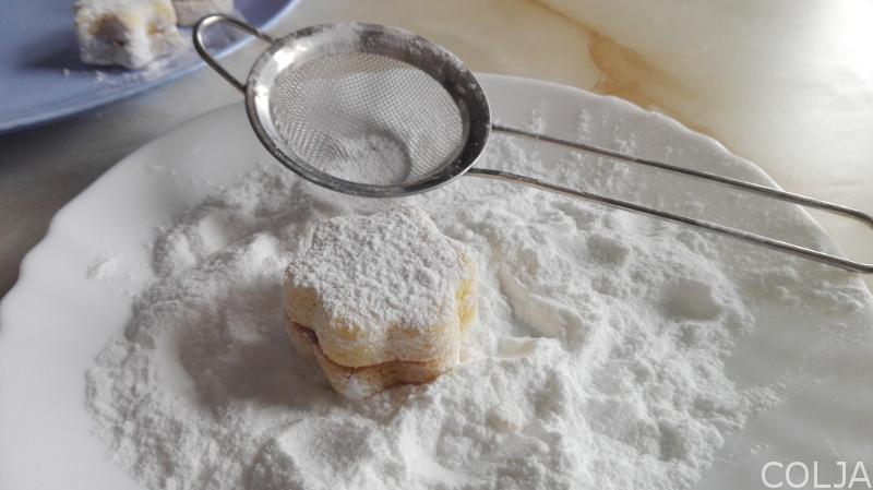 stavljanje prah šećera