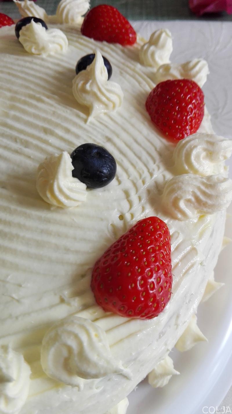 pola velike Bloody Berry torte