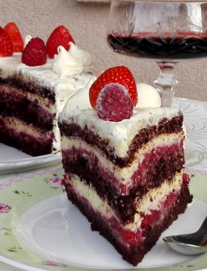 Bloody Berry torta