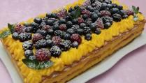 Torte me krem dhe fruta pylli