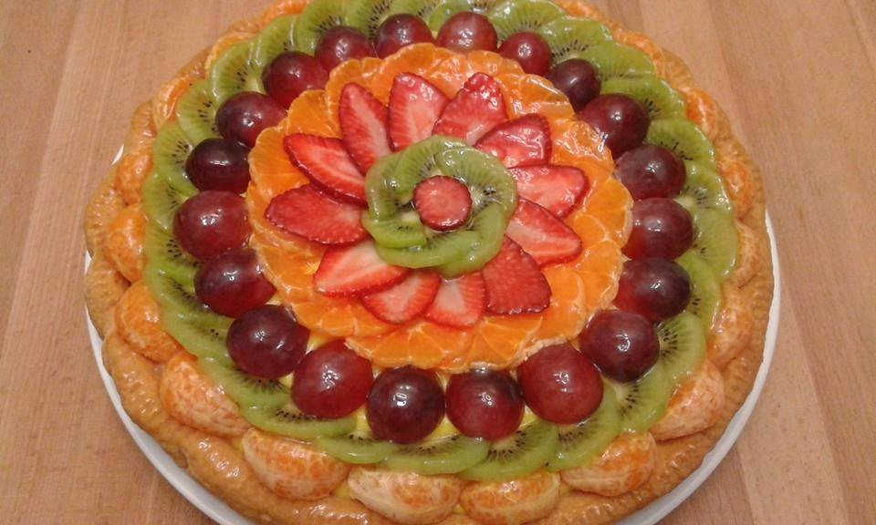 torte me krem dhe fruta