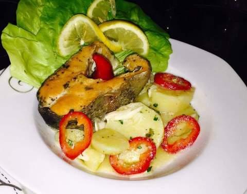peshk salmon me patate
