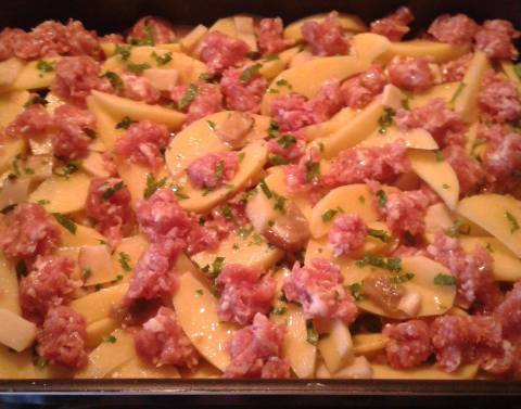patate me salcice dhe kerpudha