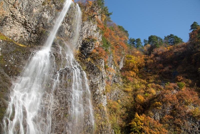 錦秋 福島只見・馬尾の滝・滝壺