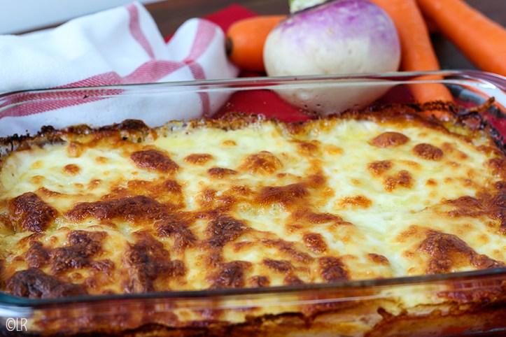 Heerlijk romige ovenschotel van meiknolletjes en wortel in bearnaisesaus met kaas.