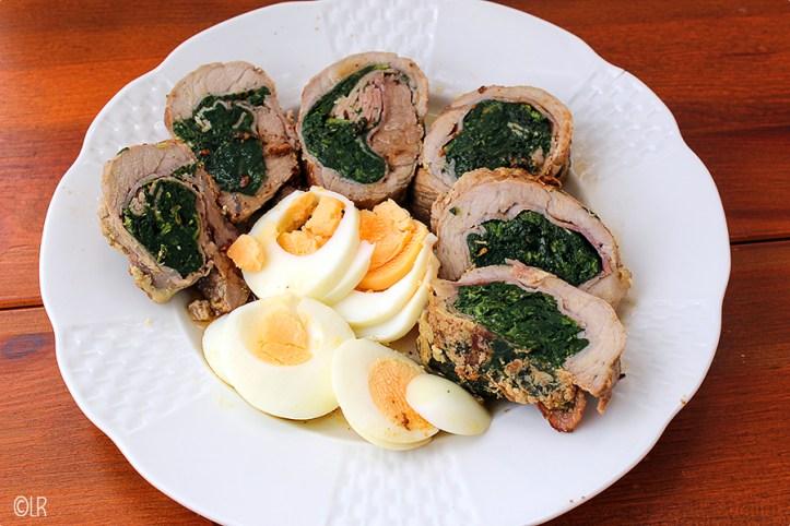 Met spinazie gevulde schnitzels met een hard gekookt eitje.