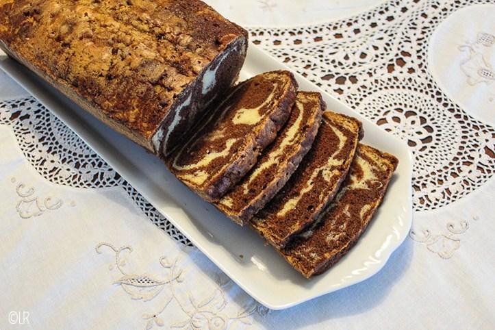 Ouderwets lekker gemarmerde vanille-chocolade cake.