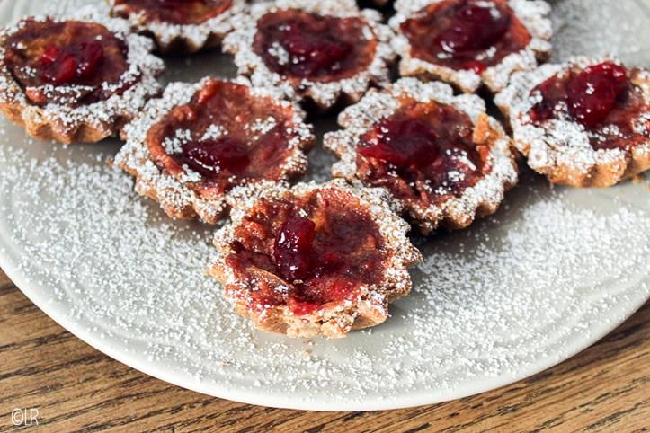 Eenhaps appeltaartjes met cranberry-compote