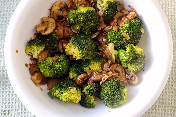 Heerlijk knapperige broccoli met champignons en spek.