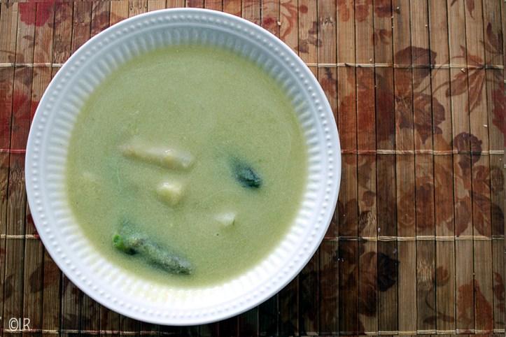 Lekker gebonden soep van groene en witte asperges.