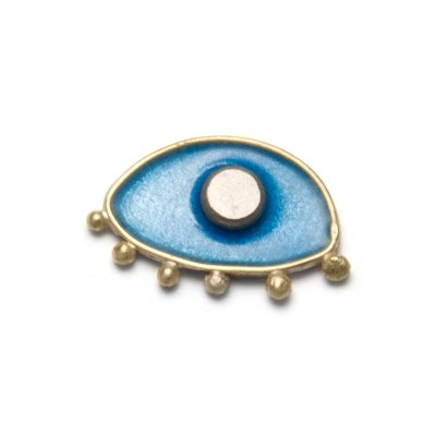 shut-your-eye-and-see stud earring