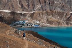 Schodzimy do wioski Gokyo, jednej z bardziej uroczych na szlaku