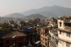 Widok na Kathmandu z tarasu restauracji na Durbar Square