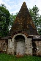 Piramida w Rapie. Mauzoleum w kształcie strzelistej piramidy