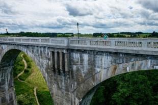 Kolejowe mosty w Stańczykach. Zdjęcie wykonane z jednego mostu z widokiem na drugi
