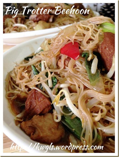 Braised Pork Knuckles Rice Vermicelli (罐头蹄膀炒米粉)