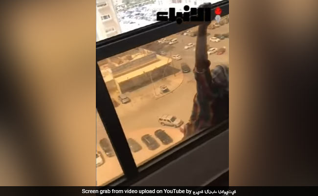 Maid screams for help as Kuwaiti employer Snapchats fall