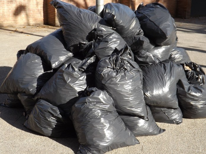 Tie garbage bags before dumping or else pay 300 KD fine