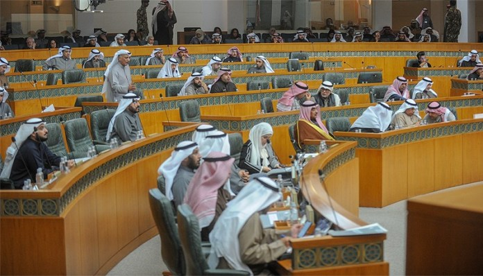 Move to amend 35 days annual leave only for Kuwaitis