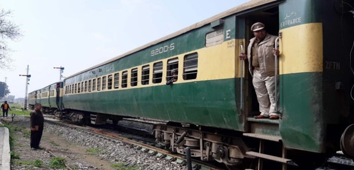 Pakistani Government stops Samjhauta Express at Wagah