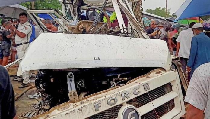 In Assam's Sivasagar 9 dead, 12 wounded as bus crashes with tempo traveler