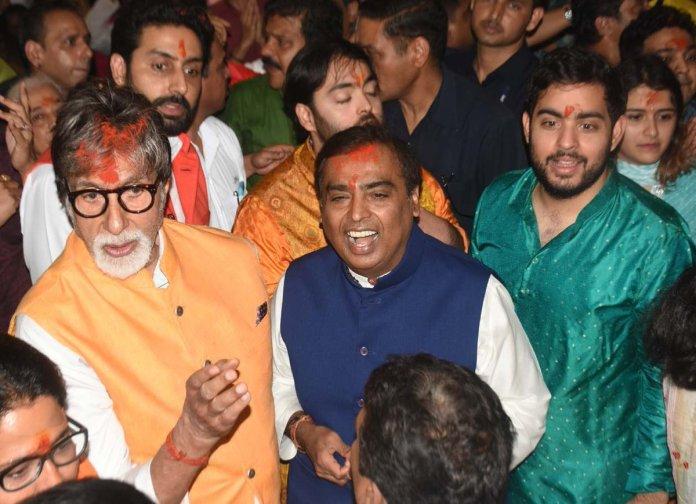 GaneshUtsav 2019: Ambani's & Bachchan's pay their visit at Lalbaugcha Raja
