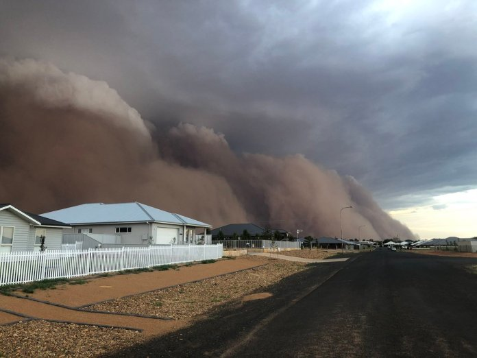 Dust storms of sand take over Australia, struck by wildfire