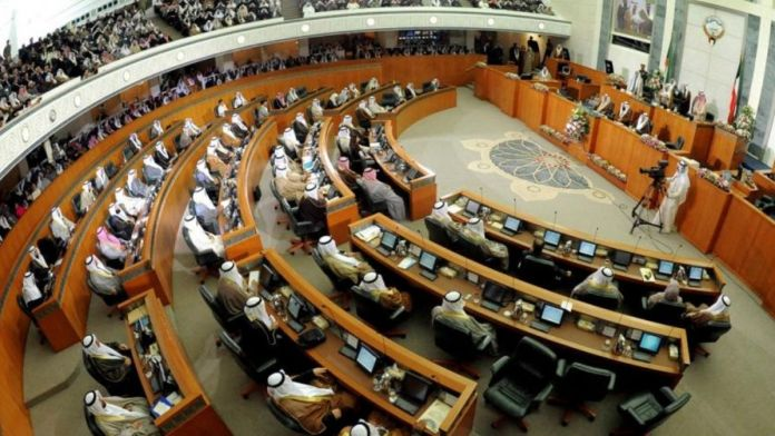 MPs call on Kuwait trade ministry to replace expats with Kuwaitis