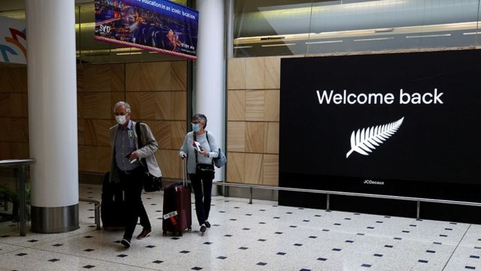 Australia bans arrivals from India