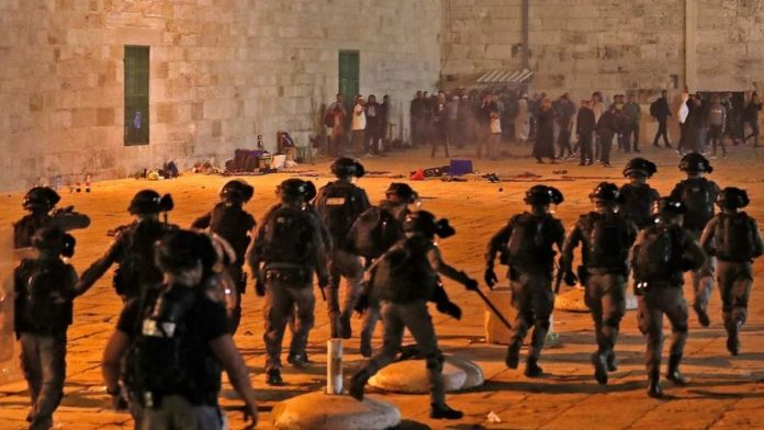 Israel - Dozens hurt in a clash between Israeli Police and Palestinians