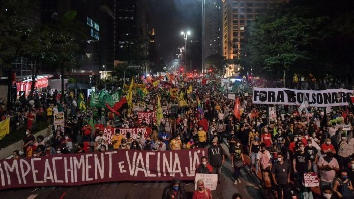 Thousands protest in Brazil against the President's handling of the Covid19 crisis