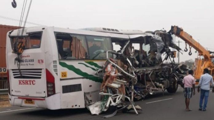 India : 18 migrant workers die as a truck collides with a bus in Uttar Pradesh