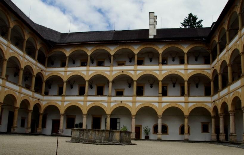 Zamek Velke Losiny - Arkady starego zamku