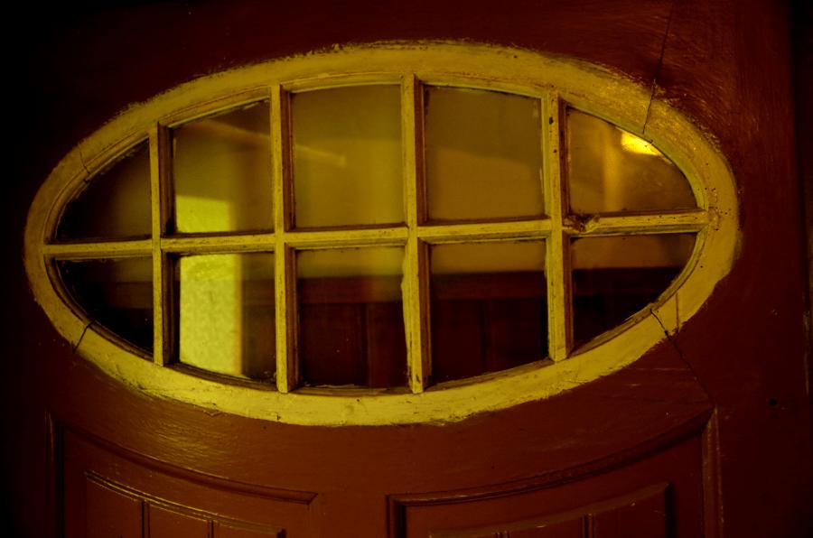 Jak oswoić stary dom - stare drzwi z szybką