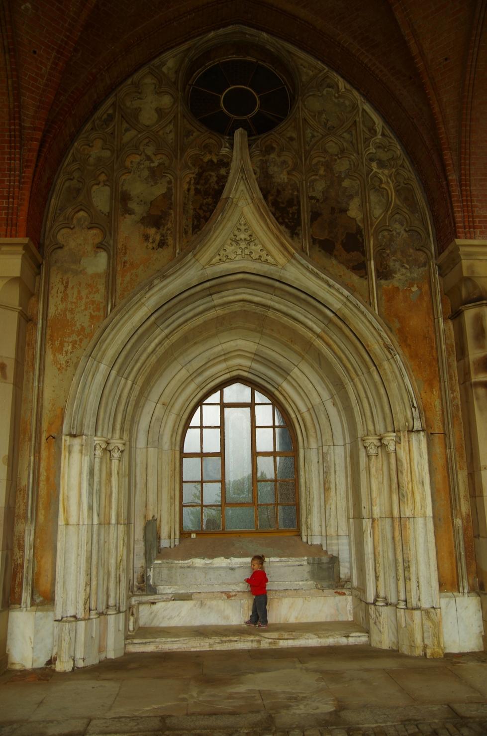 Pałac w Kamieńcu Ząbkowickim - portal okienny