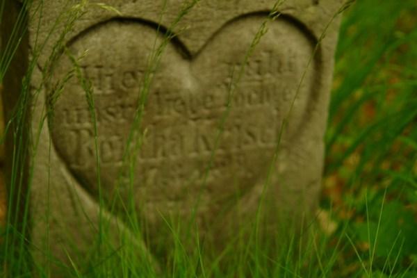 Czeski zakątek - Pstrążna - Cmentarz Ewangelicki - czyjeś serduszko
