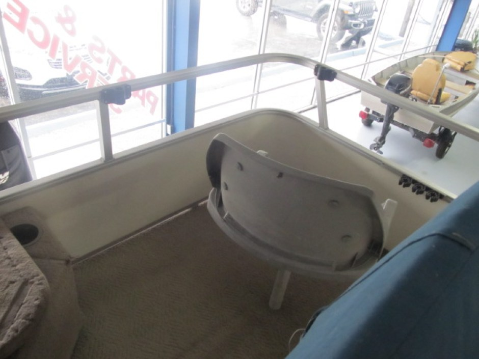 Pontoon Boat seat at Ky All Boats Service Center