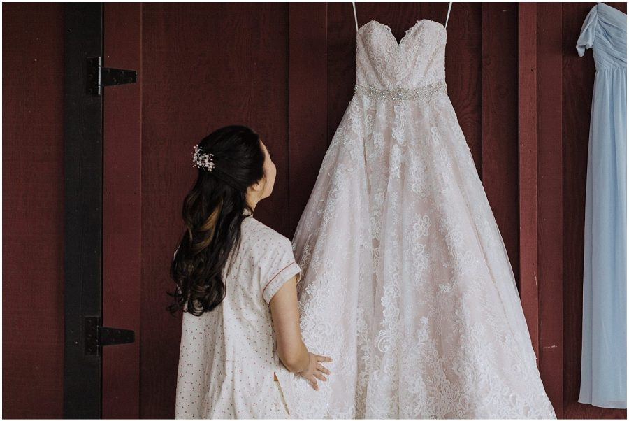 thomas family farm seattle snohomish bride wedding dress